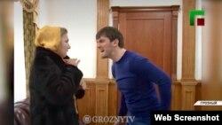 Ислам Кадыров угрожает женщине. Фрагмент репортажа телеканала «Грозный».