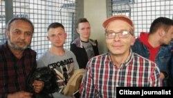 """B.Hamroyev qolgan ushlangan mitingchilar bilan """"avtozak""""da."""