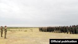 Ադրբեջանցի զինվորները՝ զորավարժությունների ժամանակ, արխիվ