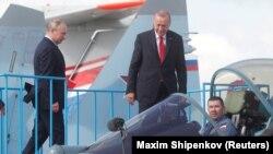 Владимир Путин и Реджеп Тайип Ердоган инспектират руски изтребител СУ-57