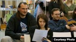 Зь лёгкаатлеткай Алінай Талай і тэлекамэнтатарам Дзьмітрыем Герчыкавым на курсах «Мова нанова»