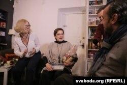 Тацяна Равяка (зьлева), Раіса Міхайлоўская (у цэнтры) і Сяргей Драздоўскі падчас уручэньня прэміяў