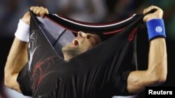 Новак Джокович после победы на Открытом чемпионате Австралии по теннису. 30 января 2012 г