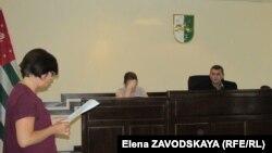 Изида Чаниа считает, что судья Чагава планомерно отказывает ей в возможности доказать правоту своей позиции