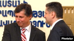 Armenia -- Prime Minister Tigran Sarkisian (R) after talks with his visiting Czech counterpart, Jan Fischer, 17 May 2010.