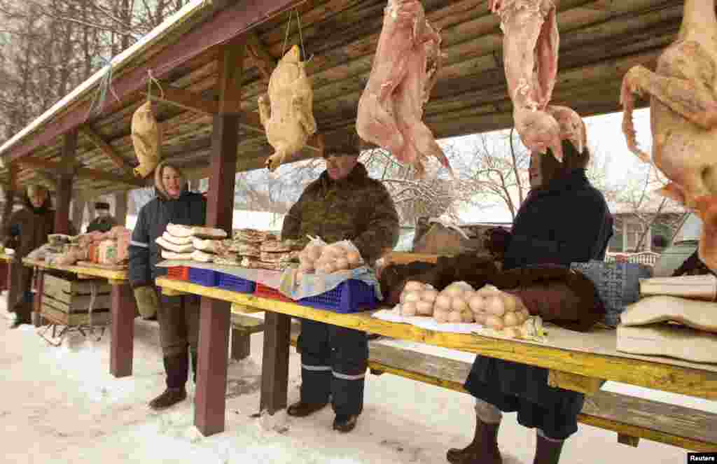 Villagers sell farm products at a street market in the Belarusian village of Shishchitsy, some 70 kilometers south of Minsk. (Reuters/Vasily Fedosenko)