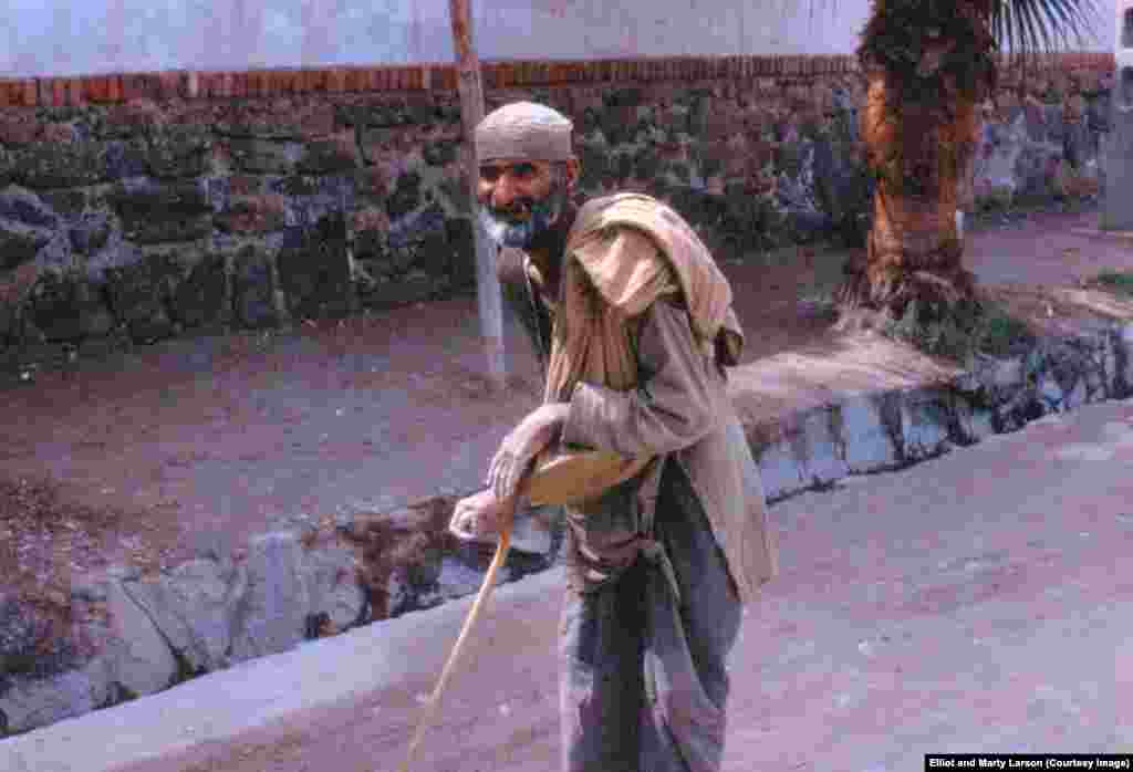 An elderly beggar whom the Elliots often saw on their street in Jalalabad.