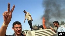 Горячая иракская зима плавно перешла в горячее лето. У подбитого датского бронетранспортера