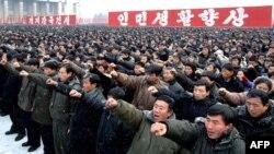 Участники массового митинга в поддержку политики нового лидера Северной Кореи Кима Джонг-Уна в Пхеньяне. Иллюстративное фото.