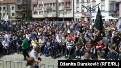 Nekoliko stotina ljudi podržalo je Dudakovića na protestima u Bihaću