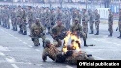 Вірменські сили спецпризначення демонструють свої вміння, архівне фото