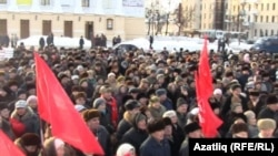 Pensioners and others entitled to free public transport in Kazan protest the curtailing of such privileges on January 9.
