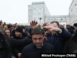 "Андрей Воробьев в Волоколамске во время ""мусорного бунта"""