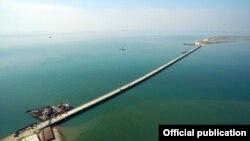 Огляд місця майбутнього будівництва мосту через Керченську протоку