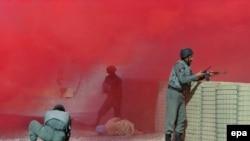 Тренировка афганской полиции инструкторами НАТО