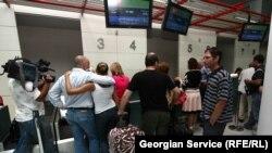 Грузинские пограничники в очередной раз заявили Сайхану, что он не может покинуть Грузию. И, как во время 10 предыдущих неудачных попыток покинуть страну, он услышал, что у него проблемы с паспортом и он должен обратиться в МВД Грузии