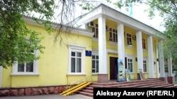 Театрдың реконструкцияға дейінгі қалпы. Алматы, 26 шілде 2009 жыл.