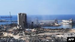 Ливан - На этом снимке показан вид на порт Бейрута после огромного химического взрыва, изуродовавшего столицу Ливана, 14 августа 2020 г.