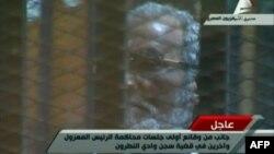 الرئيس المصري المعزول محمد مرسي في جلسة سابقة أثناء محاكمته