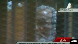 Мохамед Морси на судењето во Египет