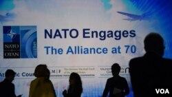 В этом году союз НАТО отметил своё 70-летие. Плакат, посвящённый этой дате