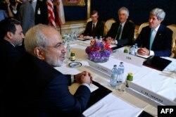 Мохаммад Джавад Зариф и Джон Керри на переговорах в Женеве. Июль 2014 года