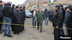 Armenia - A senior Russian army officer approaches a house in Gyumri where 6 people were killed by a gunman who Armenian police believe was one of his soldiers, 12Jan2015.
