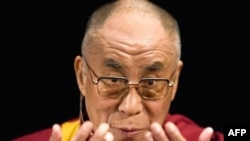 К настороженному отношению со стороны больших политиков далай-лама Тэнцзин Гьямцхо привык уже давно