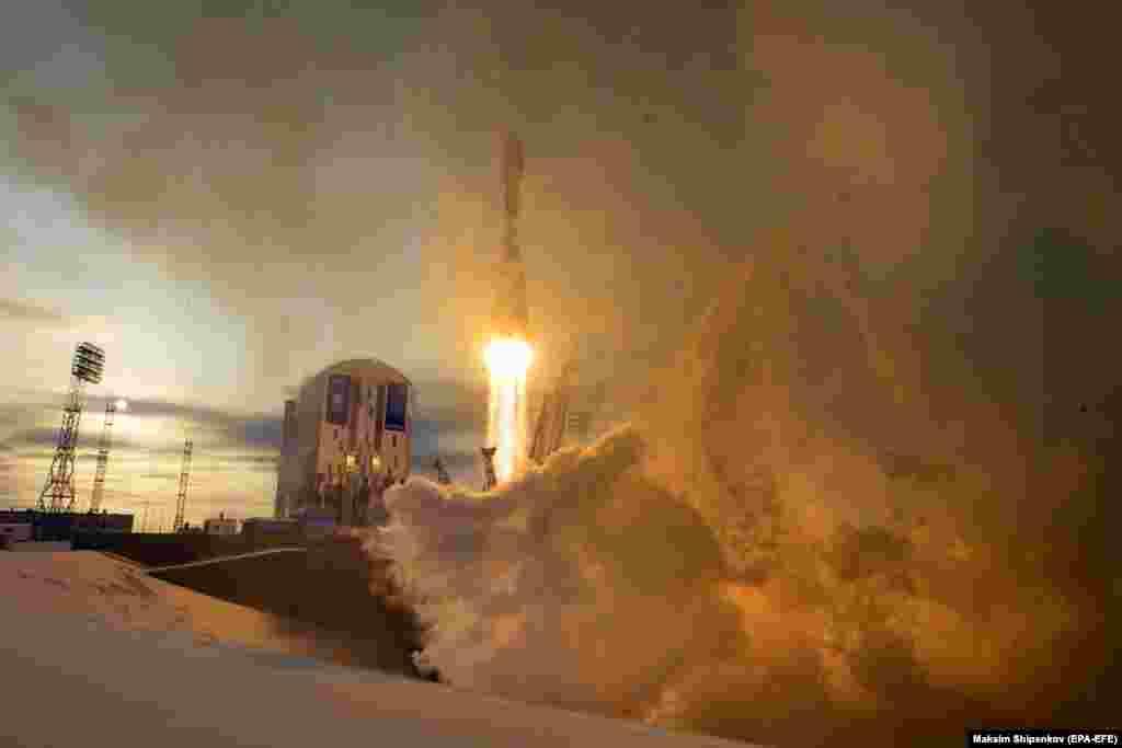A Russian Soyuz rocket blasts off from the Vostochny Cosmodrome in Russia's eastern Amur region on November 28. (epa-EFE/Maxim Shipenkov)