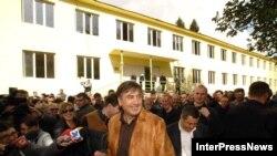 Эксперты сомневаются, что инициатива Тбилиси найдет положительный отклик в Сухуми. Михаил Саакашвили открывает здание «абхазского правительства в изгнании»