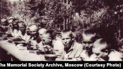 Обед заключенных ГУЛАГа (Бамлаг, 1933)