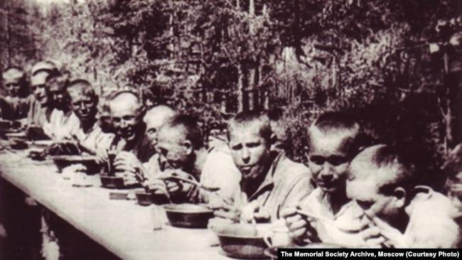 1933 год, обед заключенных БАМлага