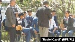 Чарги айылындагы мектептин окуучулары