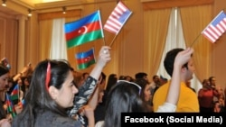 ABŞ- Azərbaycan bayraqları