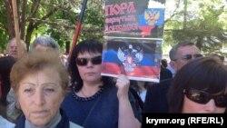 Мітинг в окупованому Криму з вимогою до президента Росії Володимира Путіна визнати результати так званих «референдумів» на Донбасі, Сімферополь, 11 травня 2014 року