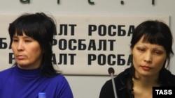 Бақия Қосимова (чап) ва Лайло Оширова (рост)