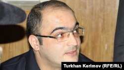 Azerbaijan -- Jailed journalist Eynulla Fatullayev, Baku, 06Apr2011
