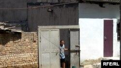Ötən ay Keşlə qəsəbəsində kanalizasiya boruları sıradan çıxmış, evlər çirkab su altında qalmışdır