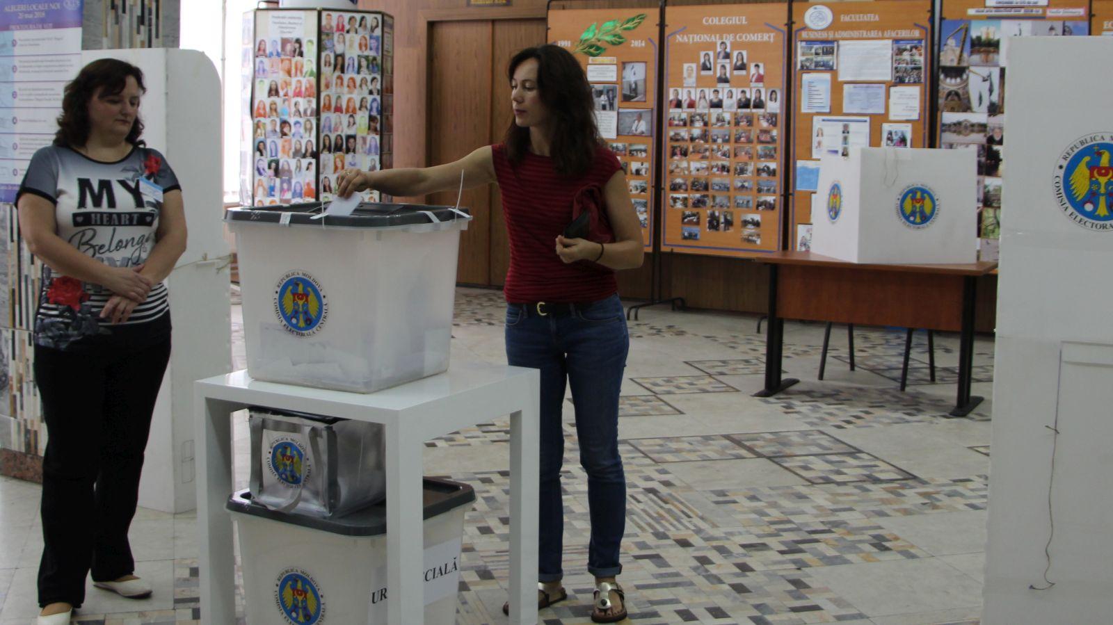 Dacă în circumscripția uninominală în care votezi candidează 12 concurenți electorali, cine va câștiga mandatul de deputat?