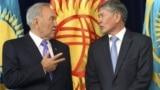 Нурсултан Назарбаев и Алмазбек Атамбаев (справа) на встрече в Бишкеке. 22 августа 2012 года.