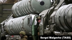 Зенитно-ракетные комплексы С-400.