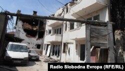 Оштетени куќи од вооружениот судир во кумановско Диво Насеље.