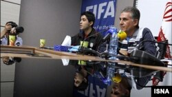 کارلوس کیروش (راست)