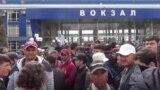 Муҳоҷирони тоҷик дар вокзали Душанбе. 17 март, 2020.