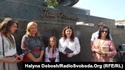 Франкові читання в Івано-Франківську. Письменниця Ольга Деркачова (друга справа)
