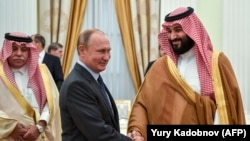 Russian President Vladimir Putin (left) and Saudi Crown Prince Muhammad bin Salman at the Kremlin.