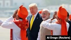 Прем'єр-міністр Індії Нарендрі Моді зустрічає американського президента Дональда Трампа в Ахмадабаді