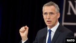 ՆԱՏՕ-ի գլխավոր քարտուղար Յենս Ստոլտենբերգը գագաթնաժողովի նախօրեին պատասխանում է լրագրողների հարցերին, Բրյուսել, 24-ը մայիսի, 2017թ.