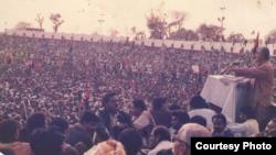 د پښتونخوا ملي عوامي ګوند عبدالرحیم مندوخېل په ۱۹۸۶ز کال کې د ملتان یوې لویې جلسې ته د وینا پر مهال.