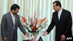 محمود احمدی نژاد با یوسف رضا گیلانی، نخست وزیر پاکستان، نیز دیدار کرد.(عکس: AFP)